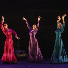 """""""מיני פיאסטה"""" – מופע כמו ה""""פיאסטה"""" – רק עם שלוש רקדניות"""